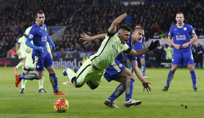 Sergio Aguero Manchester City Gokhan Inler Leicester City