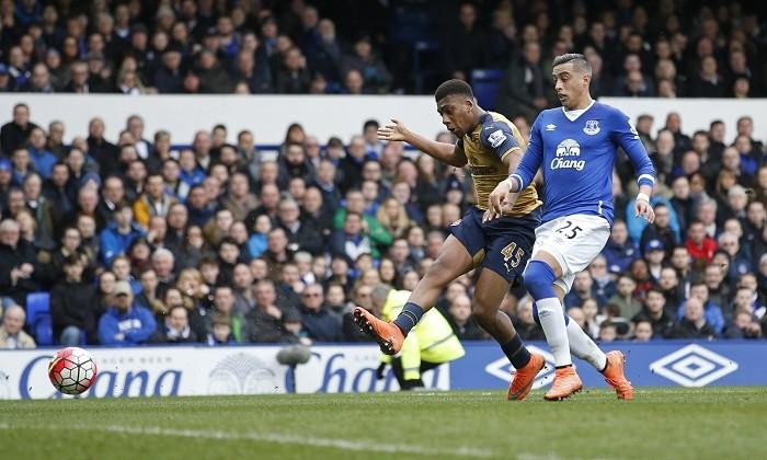 Alex Iwobi Arsenal Ramiro Funes Mori Everton
