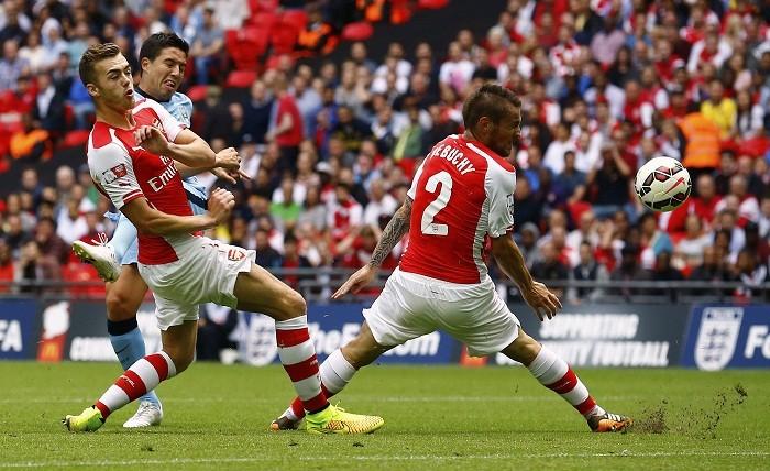 Samir Nasri Manchester City Calum Chambers Mathieu Debuchy Arsenal