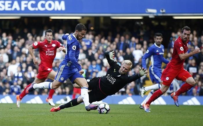 Eden Hazard Chelsea Kasper Schmeichel Leicester City