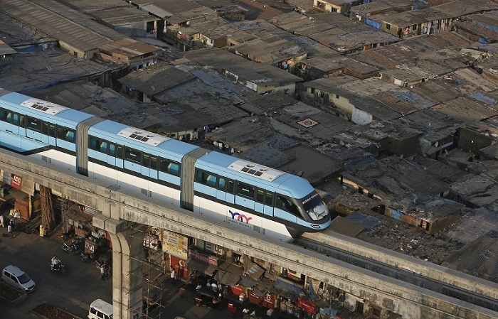Mumbai Monorail passing through a congested residential area/Reuters