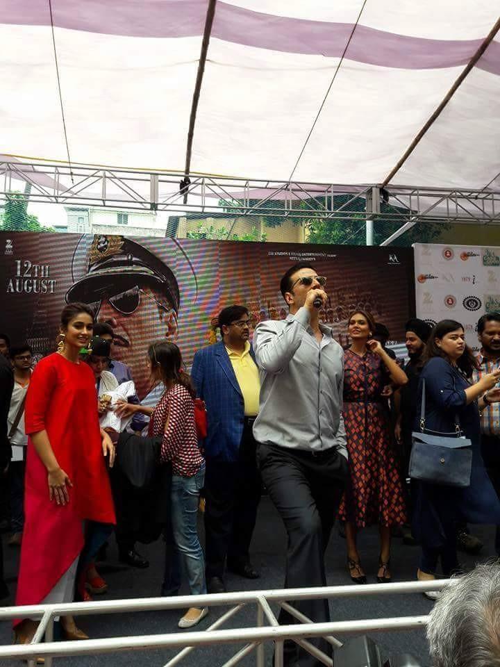 Akshay Kumar,Akshay Kumar promotes Rustom movie,Rustom,Rustom movie promotion,Rustom promotion,Bhawanipur Education Society College,Akshay Kumar latest pics,Akshay Kumar latest images,Akshay Kumar latest photos