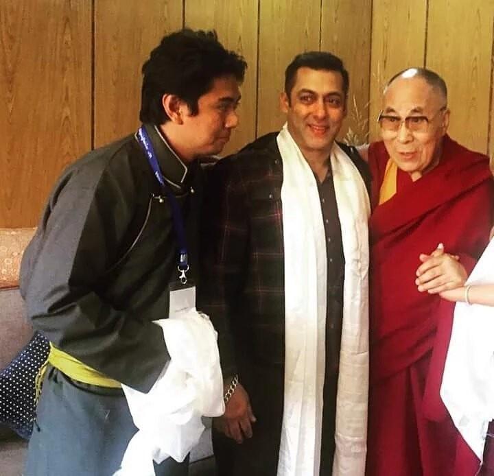 Salman Khan,Dalai Lama,Salman Khan meets Dalai Lama,Salman Khan with Dalai Lama,Salman Khan and Dalai Lama,Salman Khan in Ladakh,Salman Khan latest pics,Salman Khan latest images,Salman Khan latest photos,Salman Khan latest stills,Salman Khan latest pictu