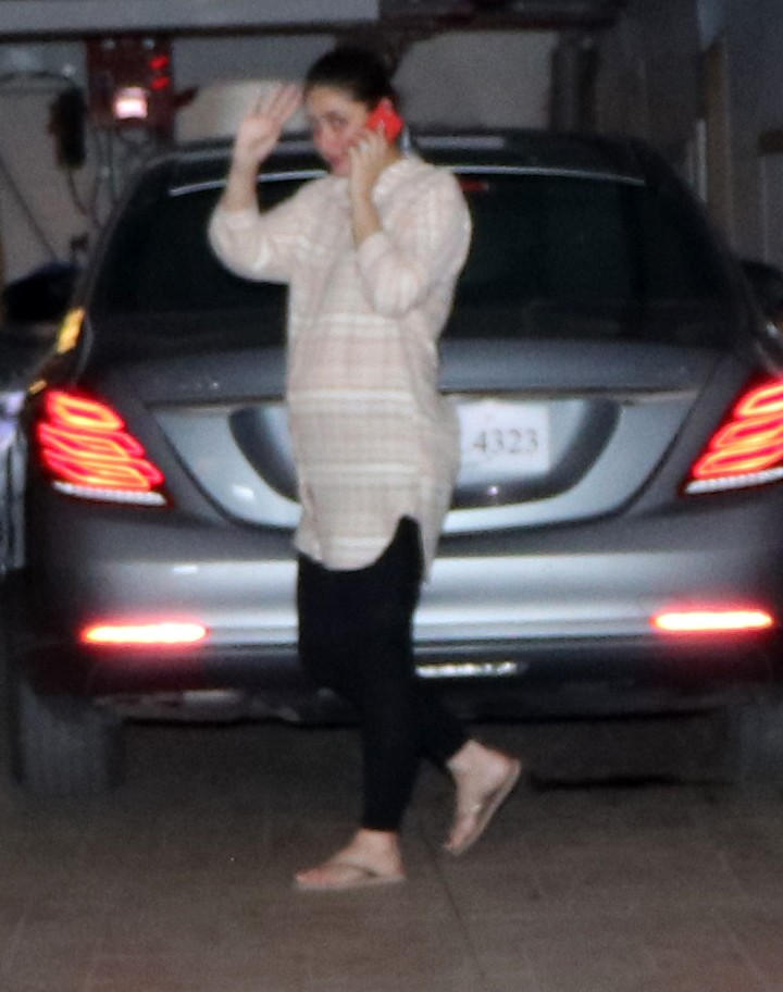 Kareena Kapoor Khan,Kareena Kapoor Khan baby bump,Kareena Kapoor baby bump,baby bump,baby bump of Kareena Kapoor Khan,baby bump of Kareena Kapoor,Kareena Kapoor,Kareena Kapoor pics,Kareena Kapoor images,Kareena Kapoor photos,Kareena Kapoor stills,Kareena