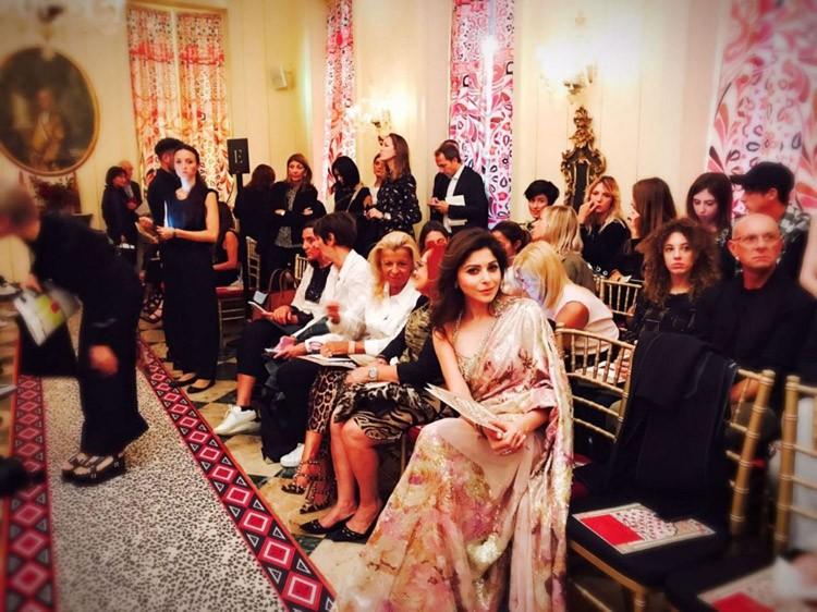 Singer Kanika Kapoor,Kanika Kapoor,Kanika Kapoor at Milan Fashion Week,Milan Fashion Week,Milan Fashion Week 2016,Baby doll Kanika Kapoor,Kanika Kapoor pics,Kanika Kapoor images,Kanika Kapoor photos,Kanika Kapoor stills,Kanika Kapoor pictures