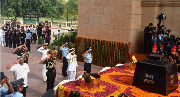 Defence Minister Manohar Parrikar pays homage to Kargil War martyrs at Amar Jawan Jyoti in New Delhi.