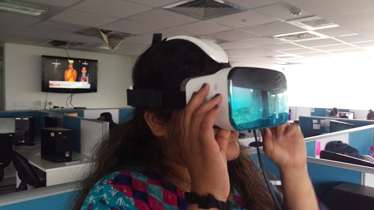 Letv 3D Helmet hands-on review: How to set up and use virtual reality headset?
