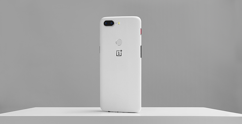 The OnePlus 5T can be ordered in Sandstone White from January 9