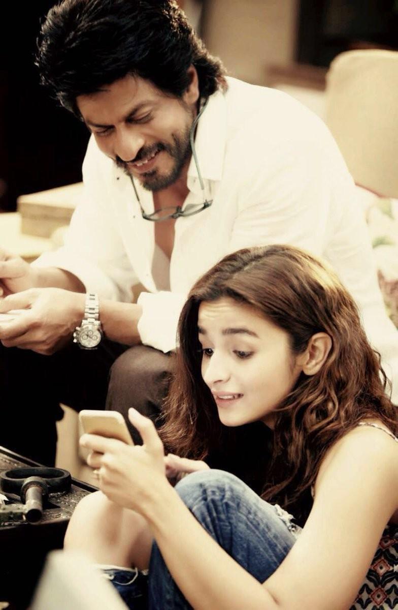 Dear Zindagi,Dear Zindagi first look,Dear Zindagi first look poster,Dear Zindagi poster,Shah Rukh Khan,Alia Bhatt