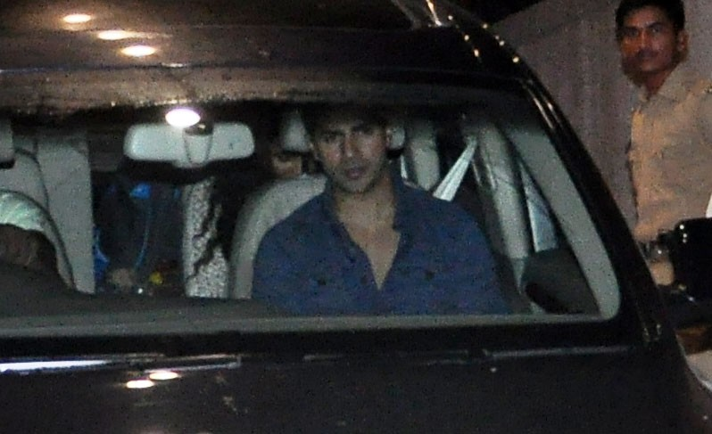 Varun Dhawan,Varun Dhawan spotted at Red Chillies Office,Varun Dhawan at Red Chillies Office,Varun Dhawan pics,Varun Dhawan images,Varun Dhawan photos,Varun Dhawan stills,Varun Dhawan pictures,Varun Dhawan new pics