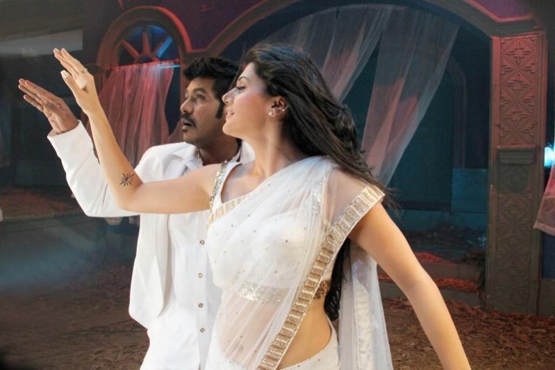 Kanchana 2,tamil movie Kanchana 2,Kanchana 2 movie stills,Kanchana 2 movie pics,Raghava Lawrence,Taapsee,Kovai Sarala,tamil movie Kanchana 2 pics