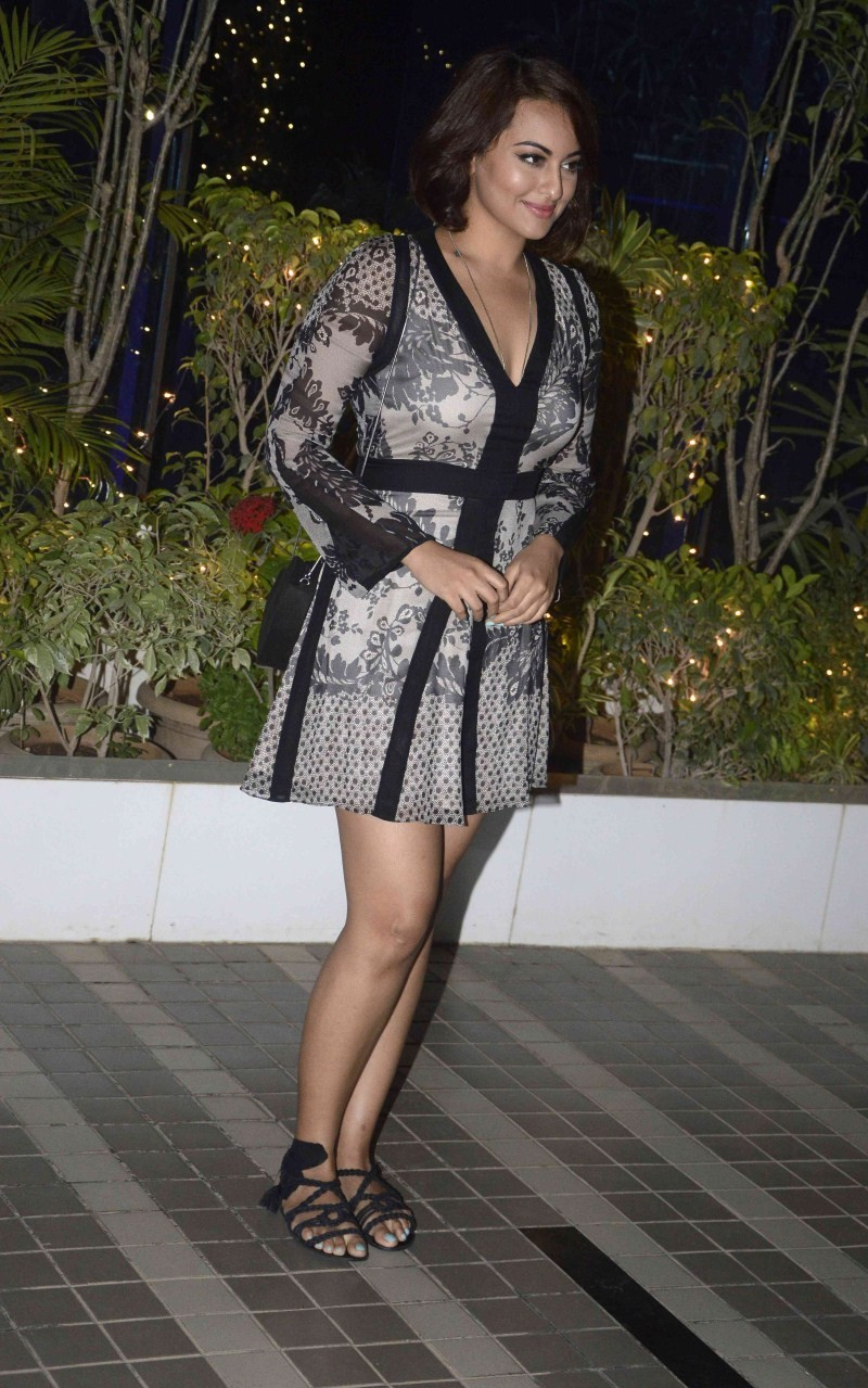 Sonakshi Sinha at Mary Kom Success Bash,Sonakshi Sinha,actress Sonakshi Sinha,sonakshi sinha upcoming movies,Sonakshi Sinha latest pics,Sonakshi Sinha latest images,Sonakshi Sinha photos,Sonakshi Sinha stills,Sonakshi Sinha pics,Sonakshi Sinha images,hot