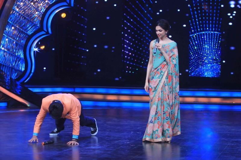Deepika Padukone Promotes PIKU,Deepika Padukone,actress Deepika Padukone,Deepika Padukone Promotes PIKU at Zee TV DID Super Moms,Dance India Dance Super Moms,Actress Deepika Padukone,DID Supermom 2,Zee TV,dance reality show