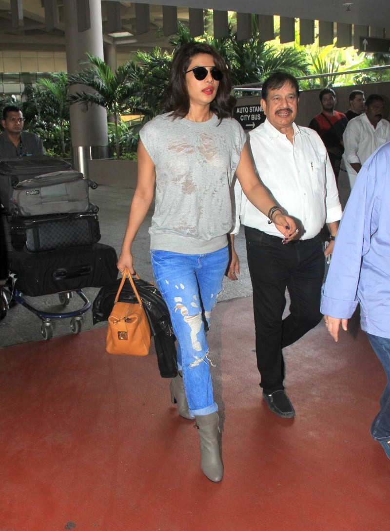Priyanka Chopra,actress Priyanka Chopra,Priyanka Chopra at airport,Priyanka Chopra pics,Priyanka Chopra images,Priyanka Chopra photos,Priyanka Chopra stills,Priyanka Chopra latest pics,Priyanka Chopra latest images,Priyanka Chopra latest photos,Priyanka C