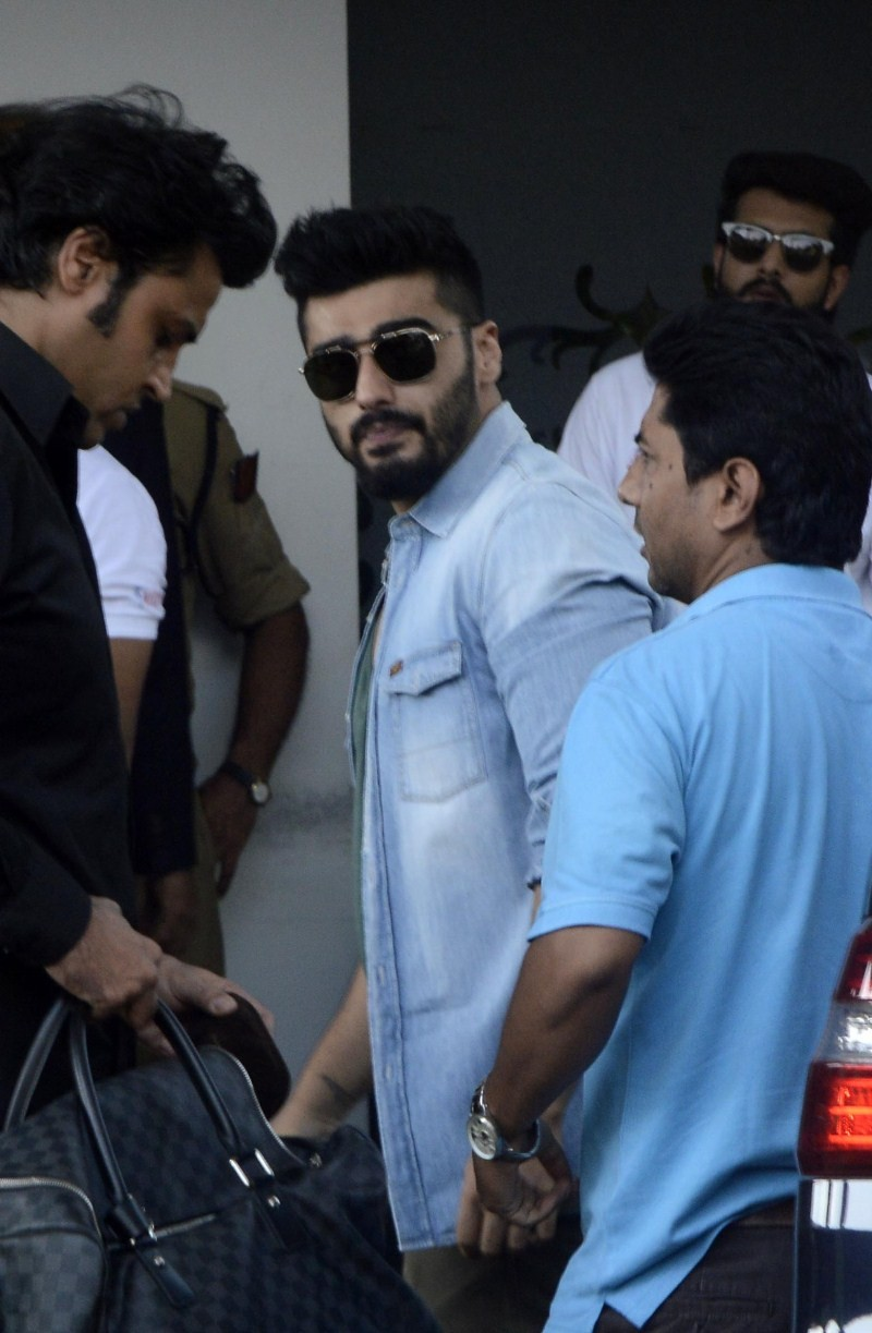 Celebrities spotted at Mumbai Airport,celebs spotted at Mumbai Airport,celebs at airport,bollywood celebs at airport,Celebs spotted,Celebs At Airports,B-Town stars spotted at the airport,Celebs spotted at the airport,Bollywood celebs snapped at the Mumbai
