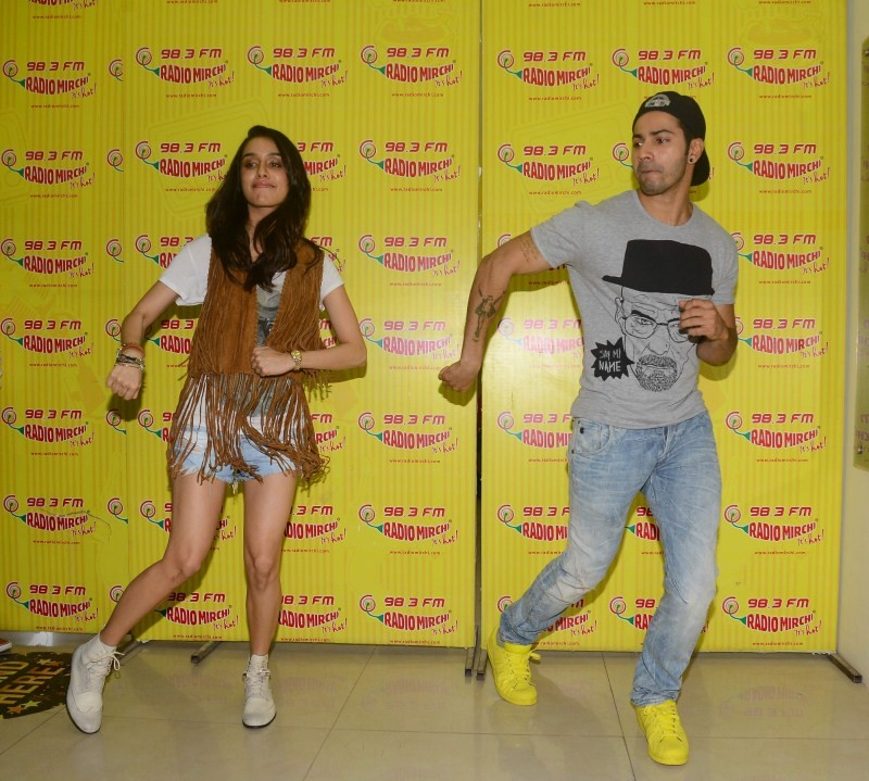 ABCD 2 movie promotion,ABCD 2 movie promotion at Radio Mirchi,Varun Dhawan and Shraddha Kapoor Promote ABCD 2 at Radio Mirchi,Varun Dhawan,Shraddha Kapoor,Varun Dhawan and Shraddha Kapoor,Shraddha Kapoor pics,Shraddha Kapoor images,Shraddha Kapoor photos