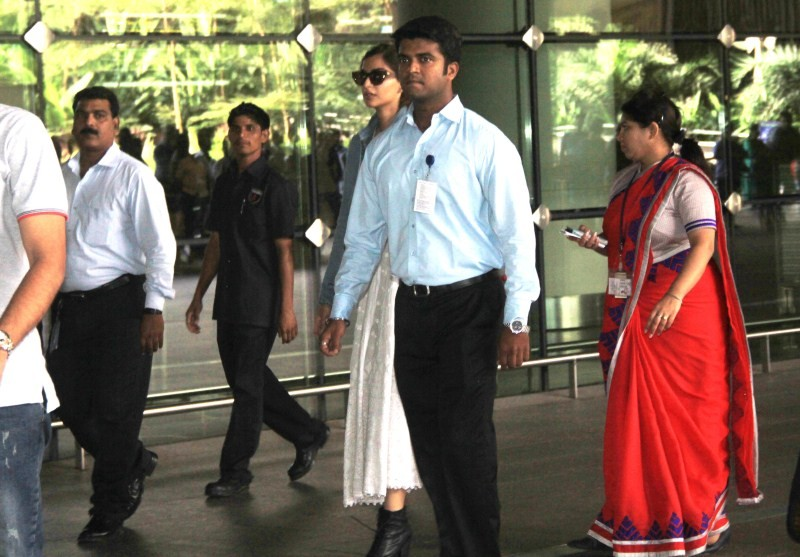 Sonam Kapoor Returns from Cannes Film Festival,Sonam Kapoor Returns from Cannes,Sonam Kapoor Returns,Sonam Kapoor at cannes,Sonam Kapoor cannes,Cannes Film Festival,Cannes Film Festival 2015,Cannes Film Festival pics,Cannes Film Festival images,Cannes Fil