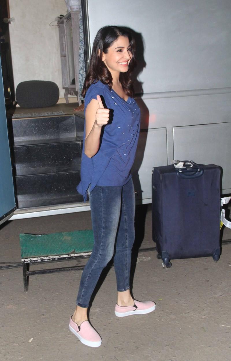 Anushka Sharma snapped at filmcity,Anushka Sharma at filmcity,actress Anushka Sharma,Anushka Sharma pics,Anushka Sharma images,Anushka Sharma photos,Anushka Sharma stills,Anushka Sharma latest pics,Anushka Sharma latest images,Anushka Sharma latest photos