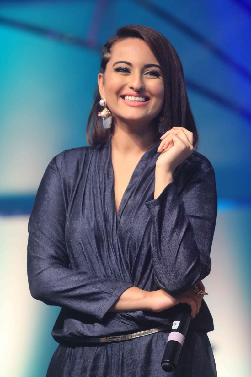 Sonakshi Sinha Latest Pics,Sonakshi Sinha Latest images,Sonakshi Sinha Latest photos,Sonakshi Sinha Latest stills,Sonakshi Sinha,actress Sonakshi Sinha,bollywood actress Sonakshi Sinha,Sonakshi Sinha pics,Sonakshi Sinha images,Sonakshi Sinha photos,Sonaks