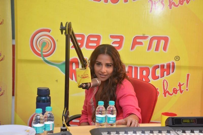 Emraan Hashmi and Vidya Balan promote Hamari Adhuri Kahani on Radio Mirchi,Emraan Hashmi,Vidya Balan,Hamari Adhuri Kahani on Radio Mirchi,Promotion of Hamari Adhuri Kahani,Radio Mirchi,Hamari Adhuri Kahani,bollywood event