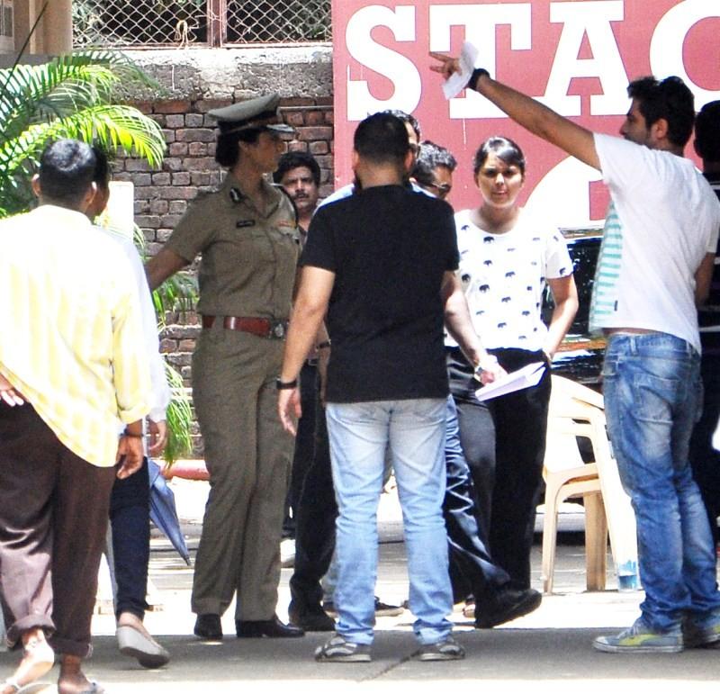 Tabu in Police getup on sets of Drishyam Remake,Tabu in Police getup,Tabu snapped as Police Inspector,Drishyam Remake,Tabu on sets of Drishyam Remake,tabu,actress tabu,tabu as Police Inspector,tabu as Police,Drishyam,Drishyam movie
