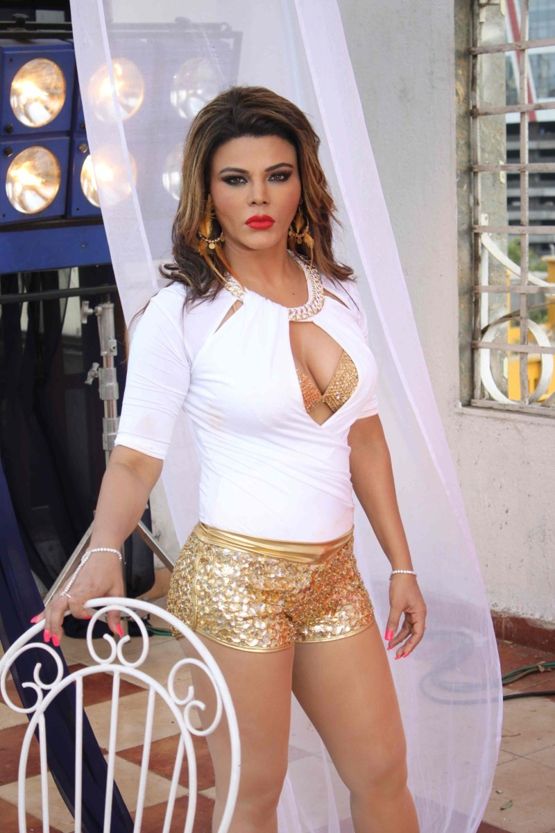Rakhi Sawant,Party Punjabi style,bollywood movie Party Punjabi style,Rakhi Sawant on Location Song Shoot of Party Punjabi style,Rakhi Sawant Shoots for Party Punjabi style,Rakhi Sawant hot pics,Rakhi Sawant hot images,actress Rakhi Sawant,Rakhi Sawant pic
