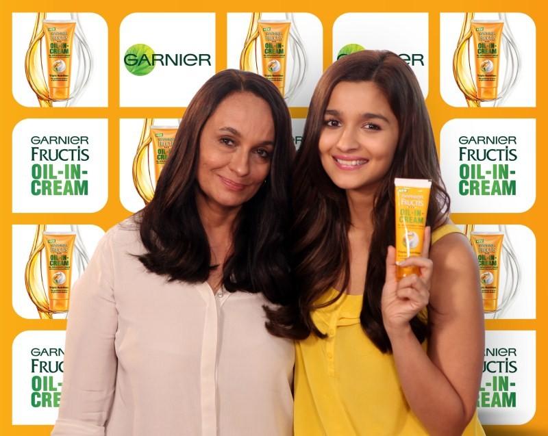 Alia Bhatt and Soni Razdan at Garnier Fructis Oil-In-Cream launch,Alia Bhatt at Garnier Fructis Oil-In-Cream launch,Soni Razdan at Garnier Fructis Oil-In-Cream launch,Garnier Fructis Oil-In-Cream launch,Garnier Fructis,Alia Bhatt and Soni Razdan,Alia Bhat