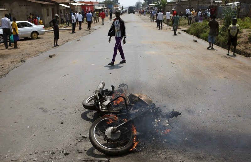 Protest against Burundi President Pierre Nkurunziza,Burundi President Pierre Nkurunziza,Burundi protest,Burundi election,Pierre Nkurunziza,Burundi police fire teargas