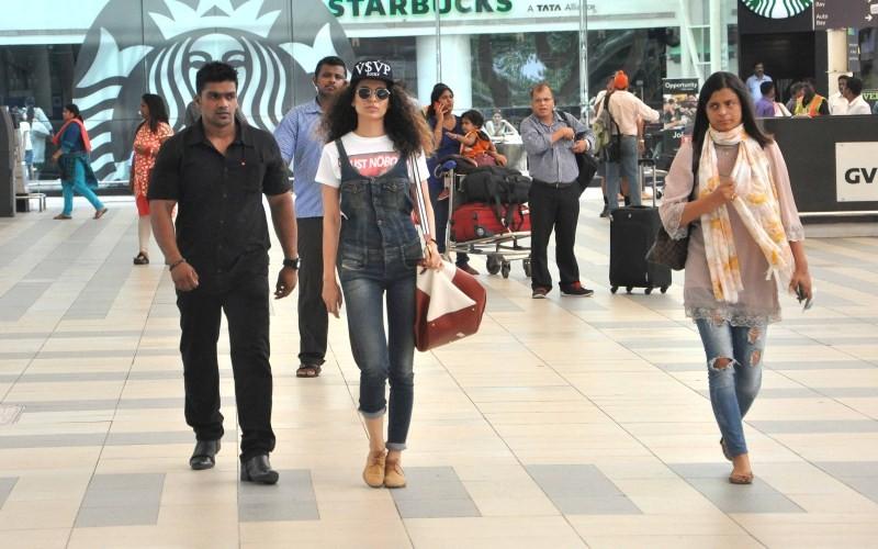 Kangana Ranaut Snapped at Mumbai Airport,Kangana Ranaut,actress Kangana Ranaut,Tanu Weds Manu Returns,Kangana Ranaut pics,Kangana Ranaut images,Kangana Ranaut photos,Kangana Ranaut stills,Kangana Ranaut pictures,Kangana Ranaut latest pics
