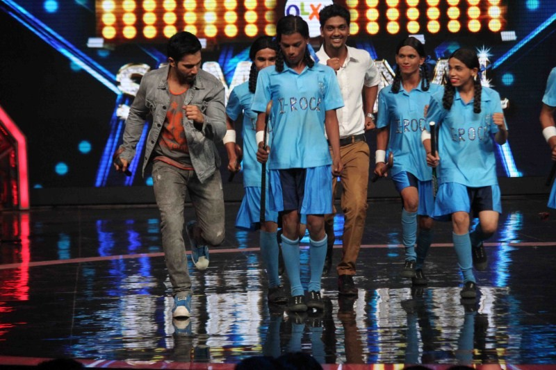 Varun Dhawan and Shraddha Kapoor on the sets of India's Got Talent,Varun Dhawan on the sets of India's Got Talent,Shraddha Kapoor on the sets of India's Got Talent,Varun Dhawan and Shraddha Kapoor,Varun Dhawan,Shraddha Kapoor