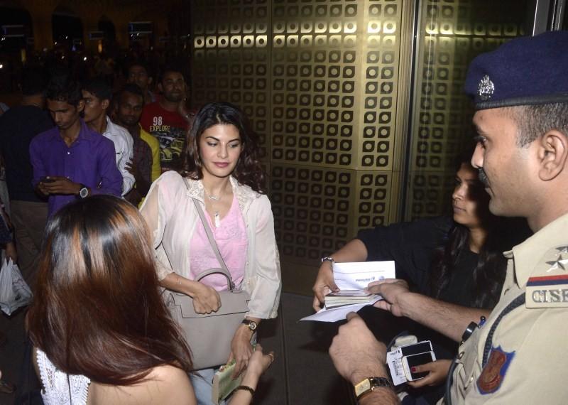 Arjun Kapoor,Parineeti Chopra and Jacqueline Fernandez depart for IIFA 2015,celebs depart for IIFA 2015,IIFA 2015,Arjun Kapoor depart for IIFA 2015,Parineeti Chopra depart for IIFA 2015,Jacqueline Fernandez depart for IIFA 2015,arjun Kapoor,Parineeti Cho