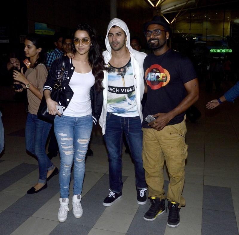 Varun Dhawan,Shraddha Kapoor,Varun Dhawan and Shraddha Kapoor promote ABCD 2 at Indore,ABCD 2 movie promotion,ABCD 2 movie promotion at Indore