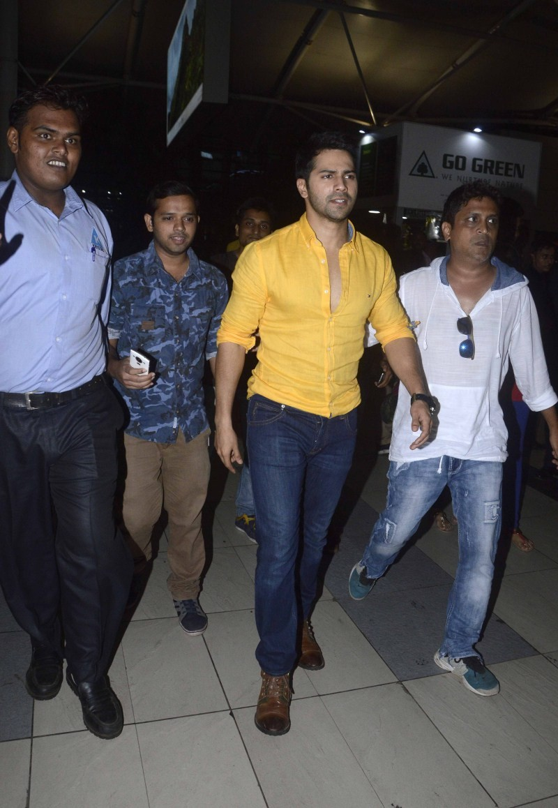Vidya Balan,Varun Dhawan,Shraddha Kapoor,Vidya Balan snapped at Mumbai Airport,Varun Dhawan snapped at Mumbai Airport,Shraddha Kapoor snapped at Mumbai Airport,celebs snapped at Mumbai Airport,celebs at Mumbai Airport