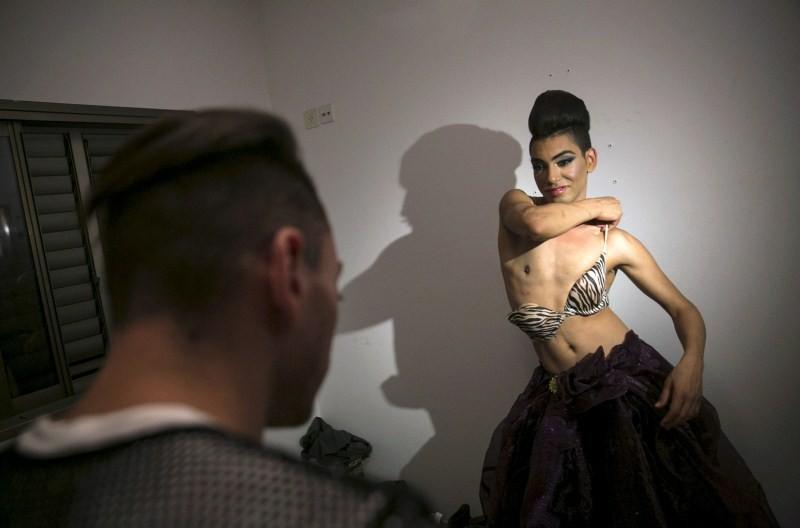 Israeli Arab drag queen,Israeli Arab drag queen finds refuge in Tel Aviv,Tel Aviv bar,Israeli Arab homosexual drag queen,Arab homosexual drag queen,drag queen,Israeli-Arab Drag Queen