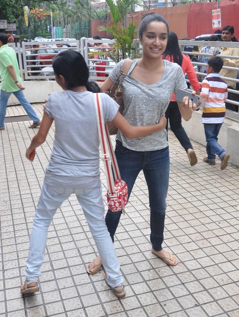 Shraddha Kapoor,Shraddha Kapoor spotted at PVR Juhu,Shraddha Kapoor at PVR Juhu,Shraddha Kapoor spotted,Shraddha Kapoor pics,Shraddha Kapoor images,Shraddha Kapoor photos,Shraddha Kapoor stills