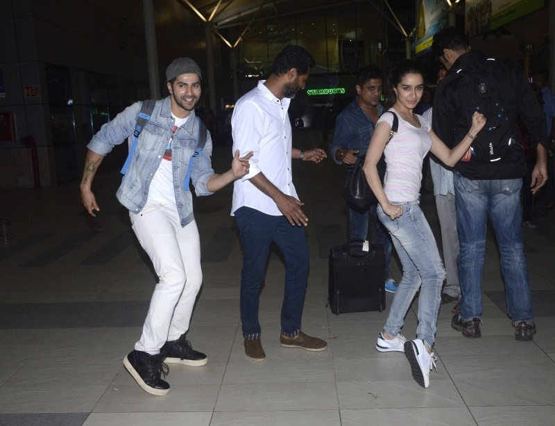 Shraddha Kapoor,Varun Dhawan,Prabhu Deva,Shraddha Kapoor,Varun Dhawan and Prabhu Deva in Dancing Mood at Domestic Airport,Shraddha Kapoor,Varun Dhawan and Prabhu Deva,Shraddha Kapoor pics,Shraddha Kapoor images,Shraddha Kapoor stills,Shraddha Kapoor pic