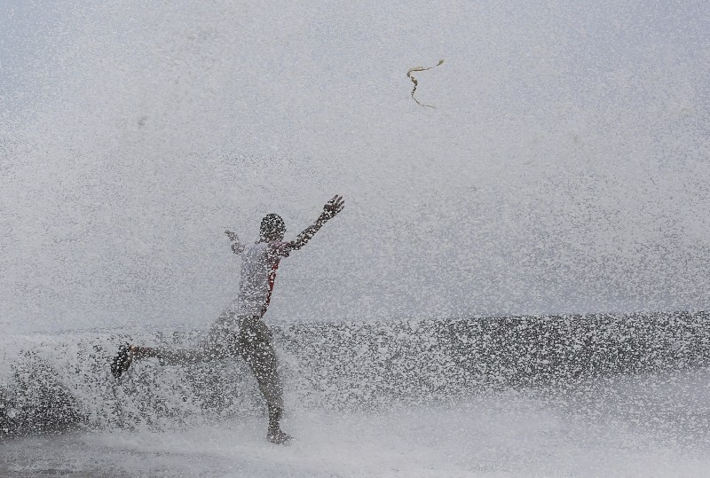 Monsoon hits Mumbai,Monsoon hits india,Monsoon,heavy rain,heavy rainfall,Mumbai Monsoon,mumbai rains,monsoon in mumbai forecast,monsoon in mumbai 2015,Mumbai's Best Monsoon