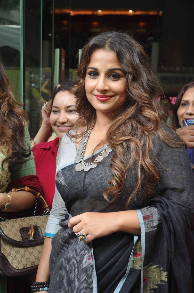 Vidya Balan,Vidya Balan in Black Saree,Vidya Balan pics,Vidya Balan images,Vidya Balan stills,Vidya Balan pictures,actress Vidya Balan pics