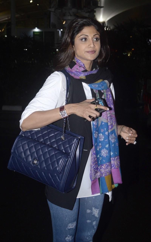 Shilpa Shetty,actress Shilpa Shetty,Shilpa Shetty snapped at Domestic Airport,Shilpa Shetty at Airport,Shilpa Shetty snapped at Airport,Shilpa Shetty pics,Shilpa Shetty images,Shilpa Shetty photos,Shilpa Shetty stills,Shilpa Shetty pictures,Shilpa Shetty