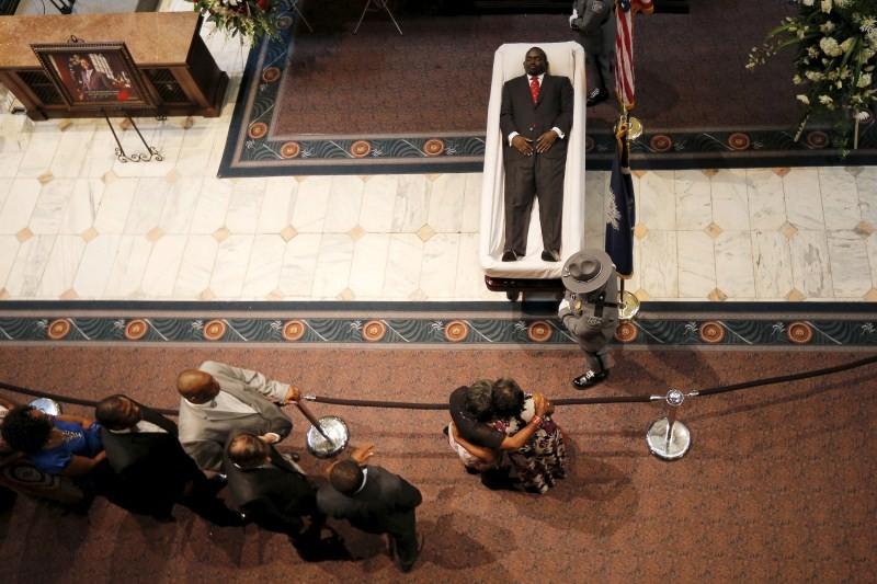 Charleston Pastor,Charleston Pastor Lies in State,South Carolina,Emanuel AME Church,AME Church,Charleston Emanuel AME church,Clementa Pinckney