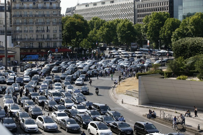 Uber,Uber taxi,French taxi drivers,Anti-Uber Protest Stops France,Uber Protest Stops France,protests against Uber,Paris taxi drivers