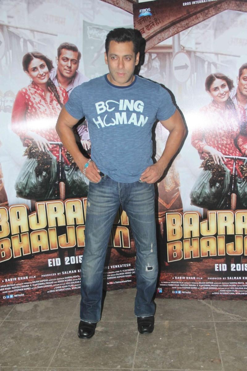 Salman Khan,actor Salman Khan,Salman Khan Snapped at Mehboob Studio,Salman Khan at Mehboob Studio,Salman Khan pics,Salman Khan images,Salman Khan photos,Salman Khan stills,Salman Khan pictures