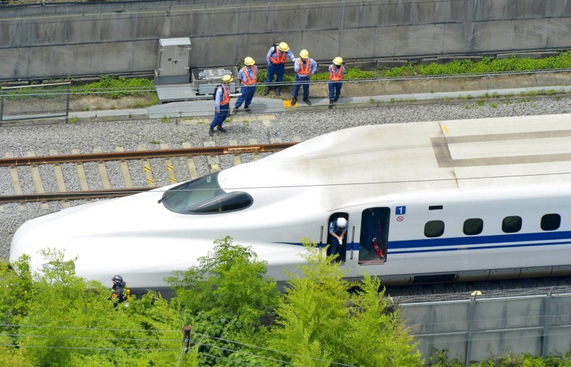 Japan bullet train,Japan bullet train 'self-immolation' fire kills two Peoples,Japan bullet train 'self-immolation',2 Dead After Self-Immolation,Japanese Bullet Train,bullet train south of Tokyo,Japan bullet train suicide