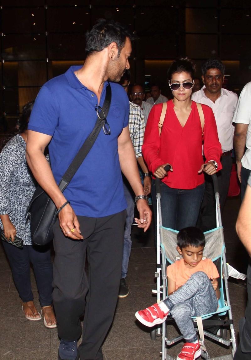 Ajay Devgan,Kajol,Ajay Devgan and Kajol,Ajay Devgan snapped at Airport,Kajol snapped at Airport
