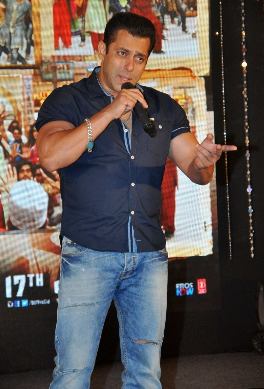 Salman Khan,Bajrangi Bhaijaan,Aaj Ki Party Meri Taraf Se,Eid Special Song,Salman Khan Bajrangi Bhaijaan,Bajrangi Bhaijaan's Eid Special Song - Aaj Ki Party Meri Taraf Se