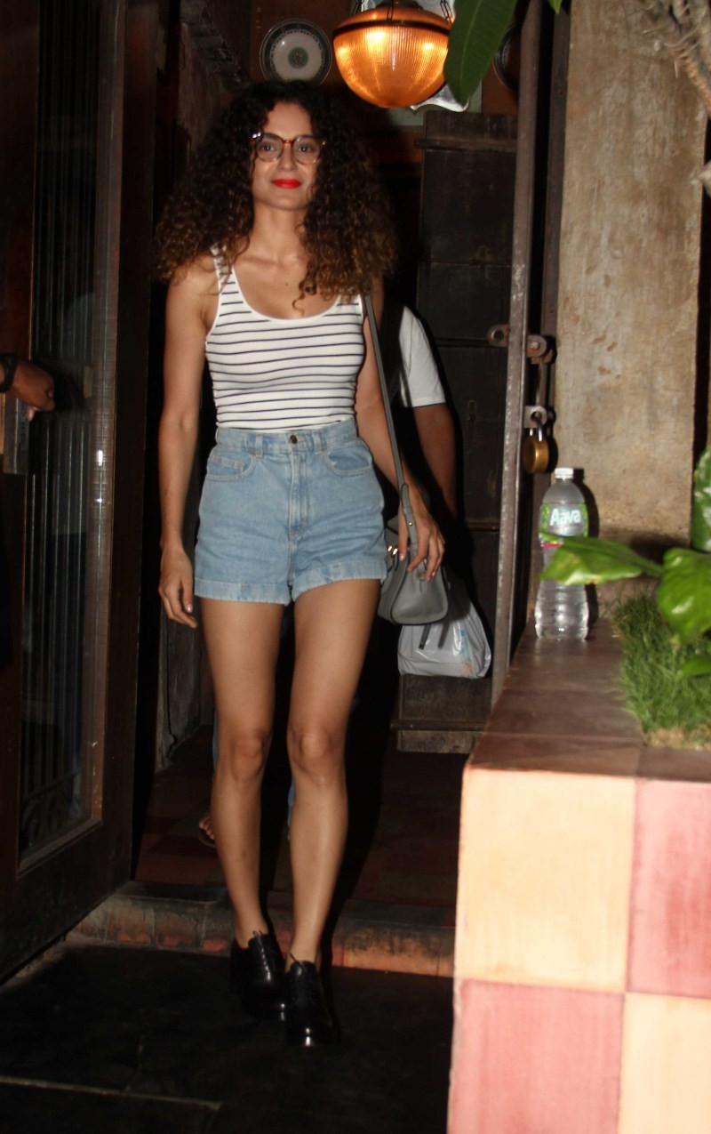Kangana Ranaut,Kangana Ranaut with her Family Spotted at Bandra,Kangana Ranaut Spotted at Bandra,actress Kangana Ranaut,Kangana Ranaut pics,Kangana Ranaut images,Kangana Ranaut stills,Kangana Ranaut pictures,actress Kangana Ranaut pics