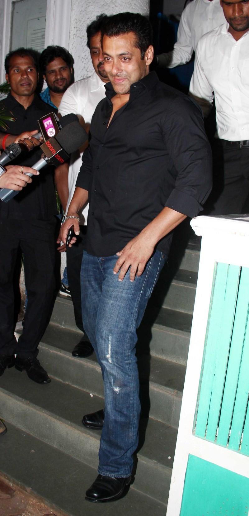 Salman Khan,actor Salman Khan,Salman Khan at ABCD 2 Success Party,ABCD 2 Success Party,ABCD 2 Success bash,Salman Khan latest pics,Salman Khan latest images,Salman Khan latest photos,Salman Khan latest stills,Salman Khan latest pictures