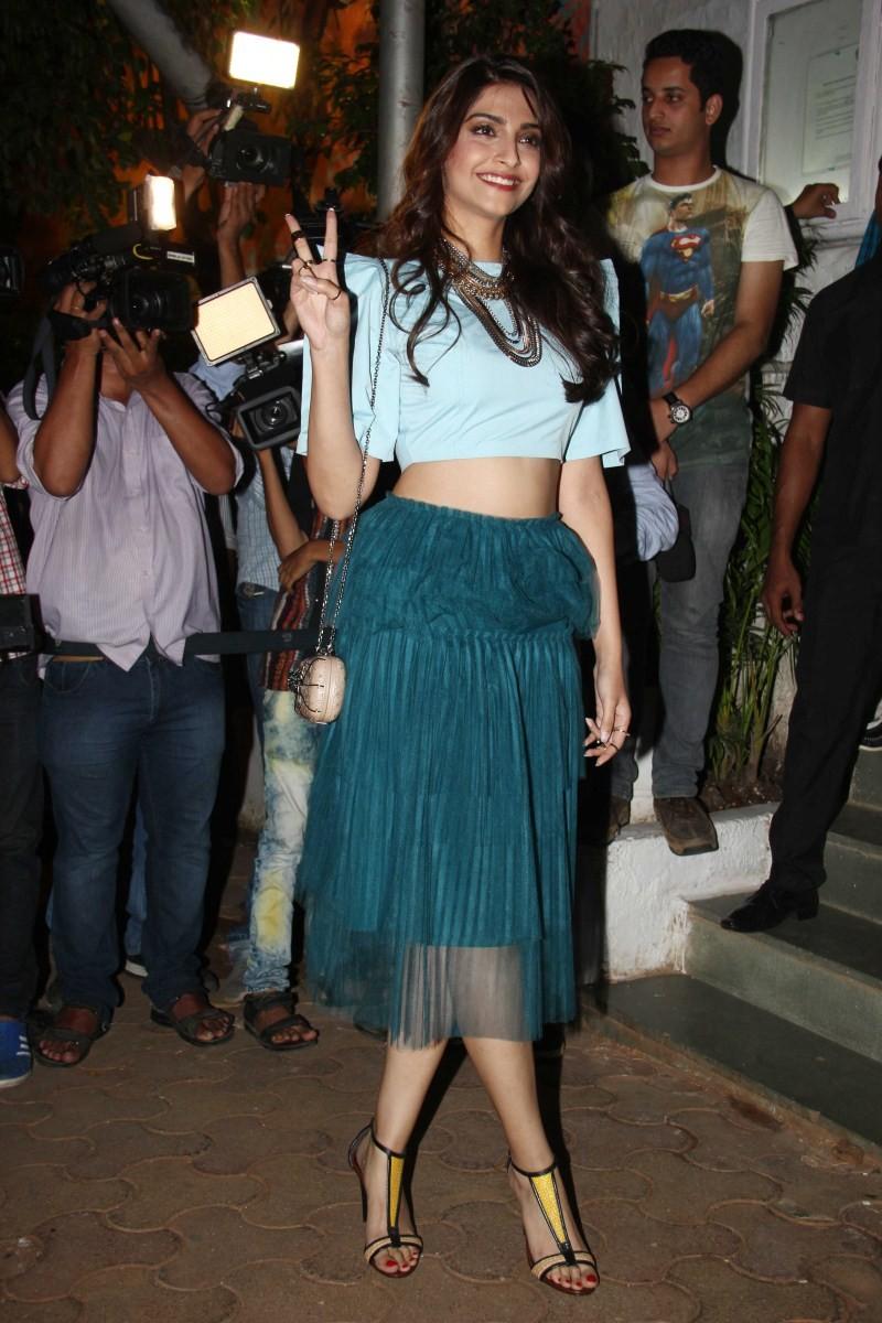 Sonam Kapoor,actress Sonam Kapoor,Sonam Kapoor pics,Sonam Kapoor images,Sonam Kapoor photos,Sonam Kapoor stills,Sonam Kapoor pictures,Sonam Kapoor latest pics,Sonam Kapoor latest images,Sonam Kapoor latest photos,Sonam Kapoor latest stills