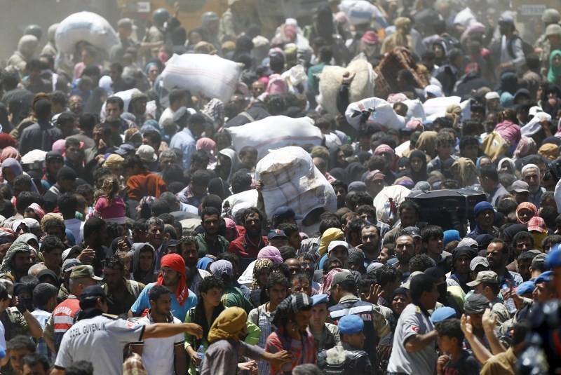 Syrian refugees cross Four Million Mark,Syrian refugees,Syria Regional Refugee,Over 4 million refugees,4 Million Refugees Have Fled Syria,Syrian Refugees,Syria Refugee Crisis,Akcakale border,Akcakale border gate