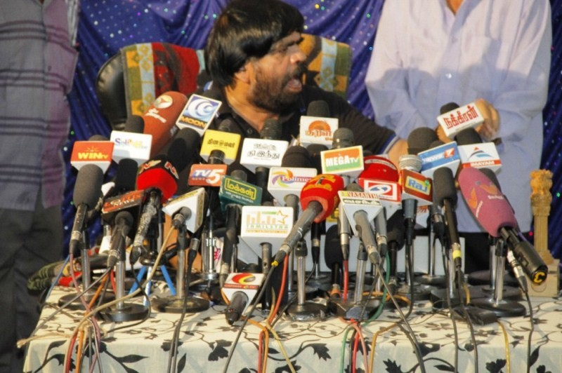 Vaalu,Vaalu Controversy,Vaalu press meet,T. Rajendar,T. Rajendar Press Meet for Vaalu Controversy,T. Rajendar Press Meet pics,T. Rajendar Press Meet images,T. Rajendar Press Meet photos,T. Rajendar Press Meet stills,T. Rajendar Press Meet pictures,Simbu